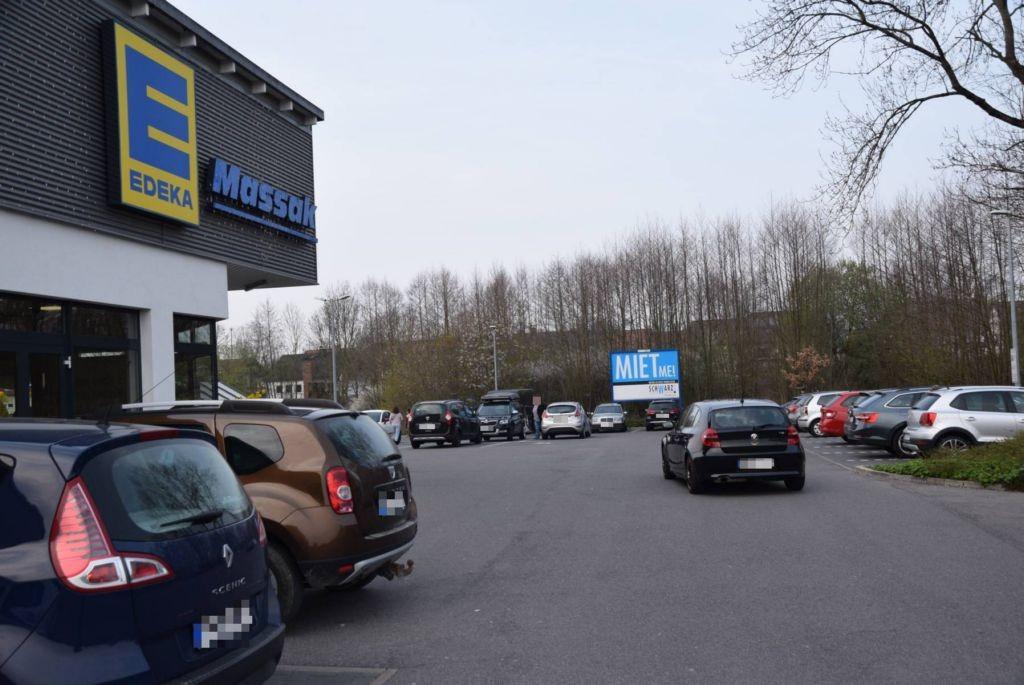 Hollfelder Str. 25 /Edeka/geg. Eingang