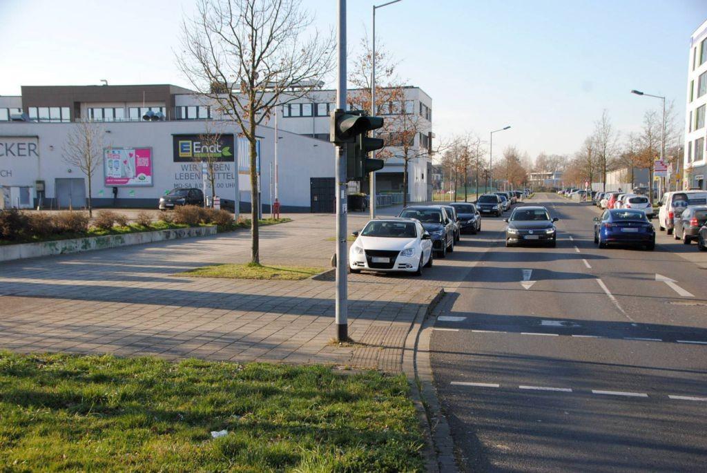 Helmut-Grashoff-Str. 1 /E-center/Einfahrt (quer zur Str)