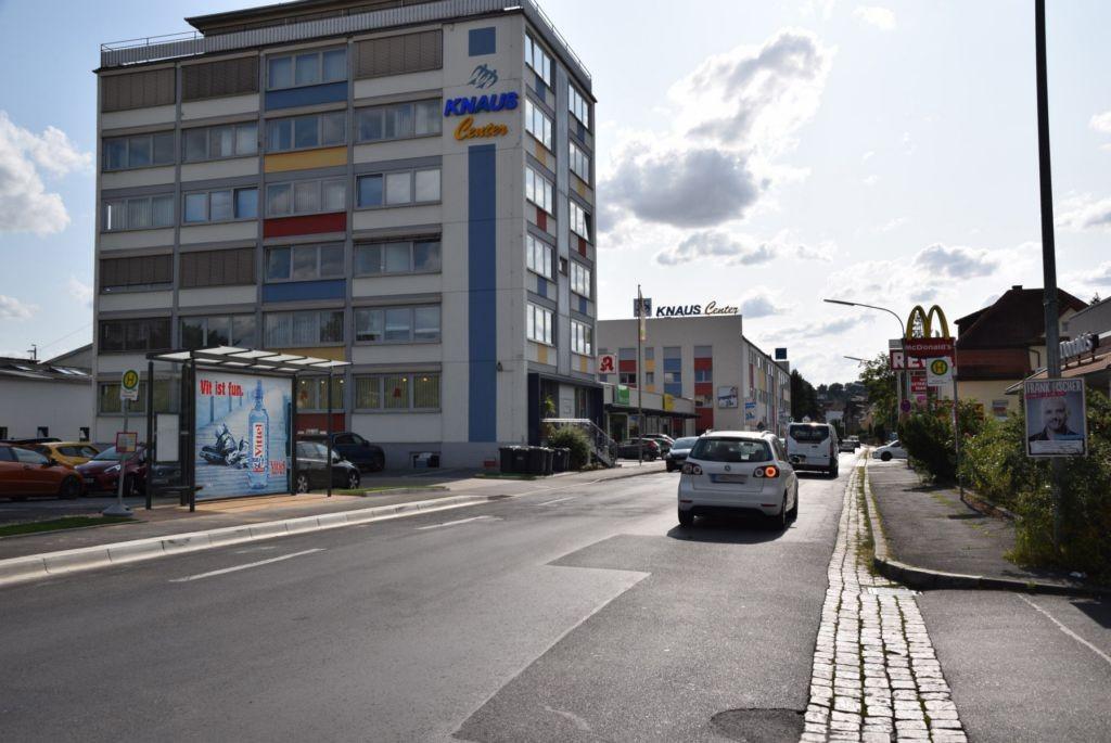 Marktbreiter Str. 11/Zufahrt Rewe/geg. McDonald's (WH)