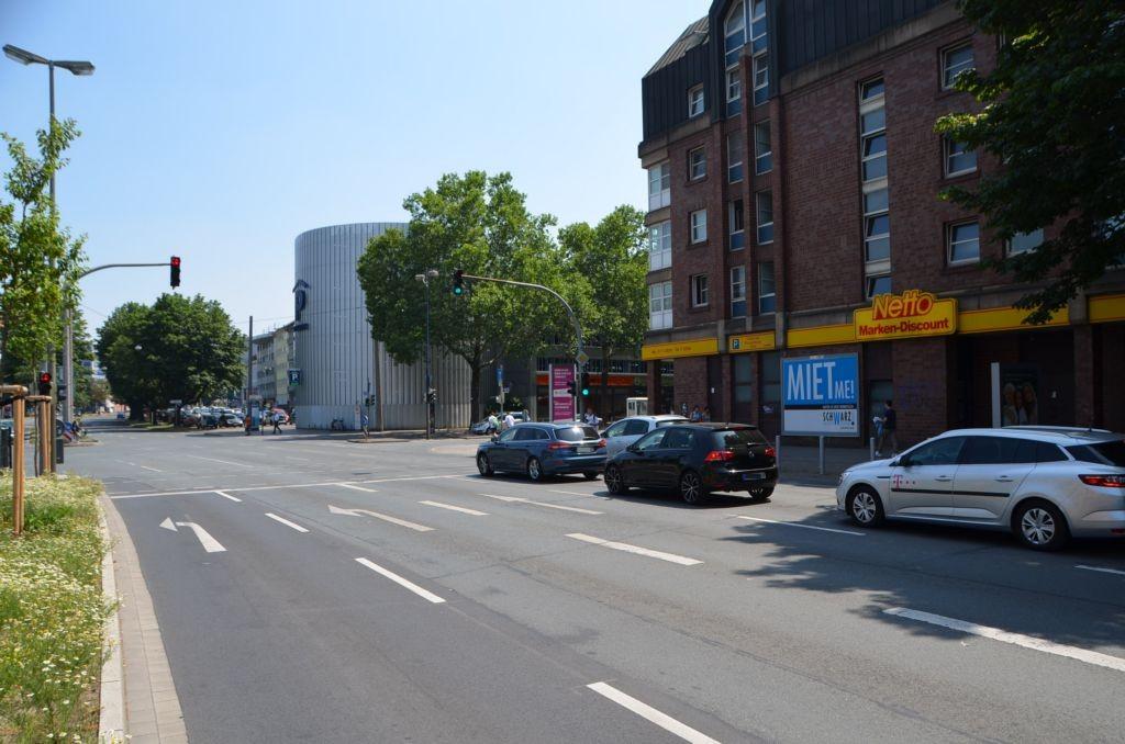 Burgwall 2-8 /Netto/rts vom Eingang/Sicht B 54 (lks)
