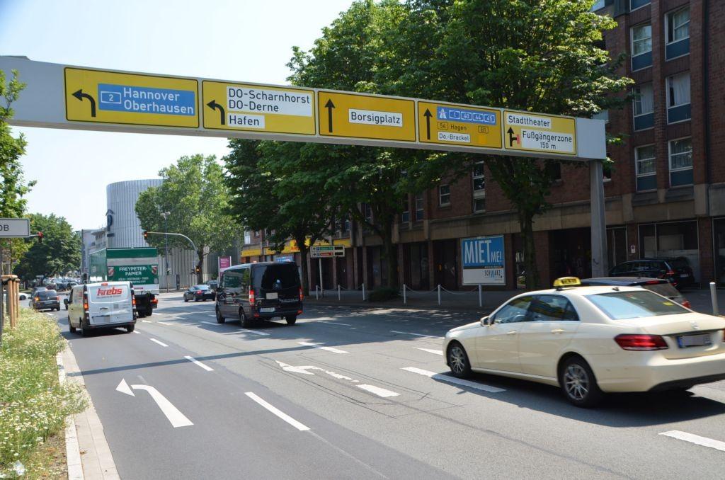 Burgwall 2-8 /Netto/rts vom Eingang/Sicht B 54 (rts)
