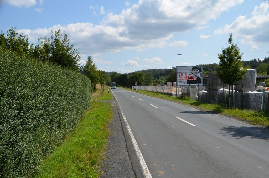 Schelde-Lahn-Str/Bachstr. 43/bei Schmidt Bauzentrum (WE rts)