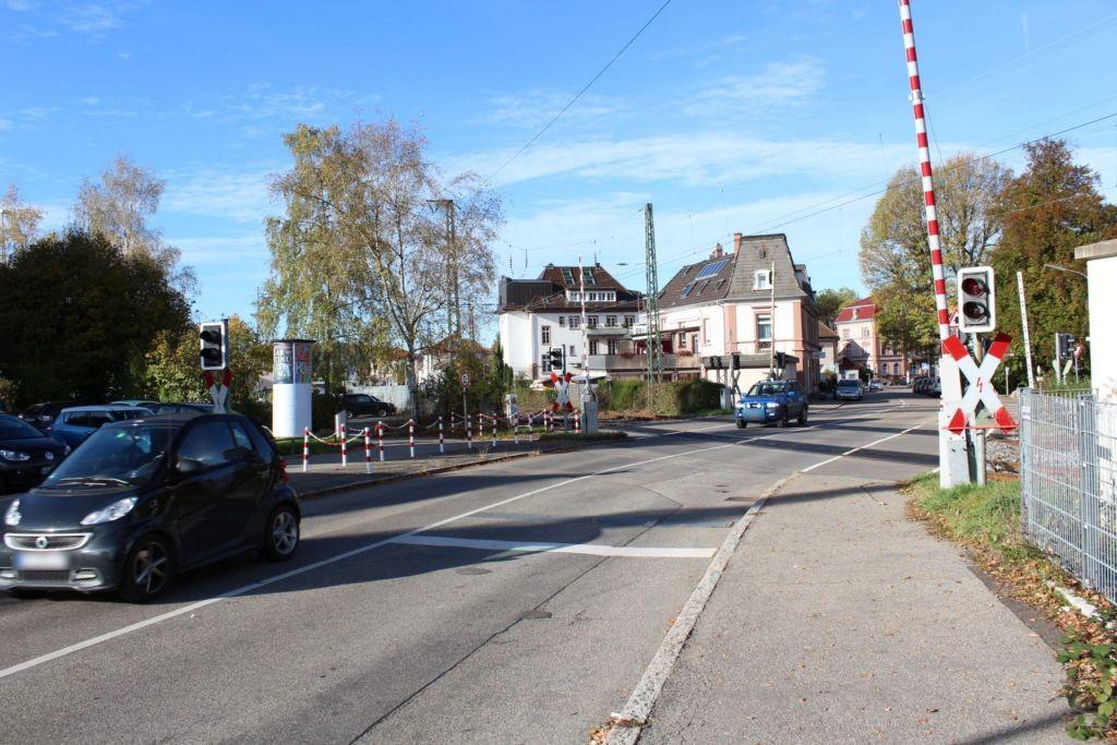 Wehrer Str   8 (P) Bahnübergang