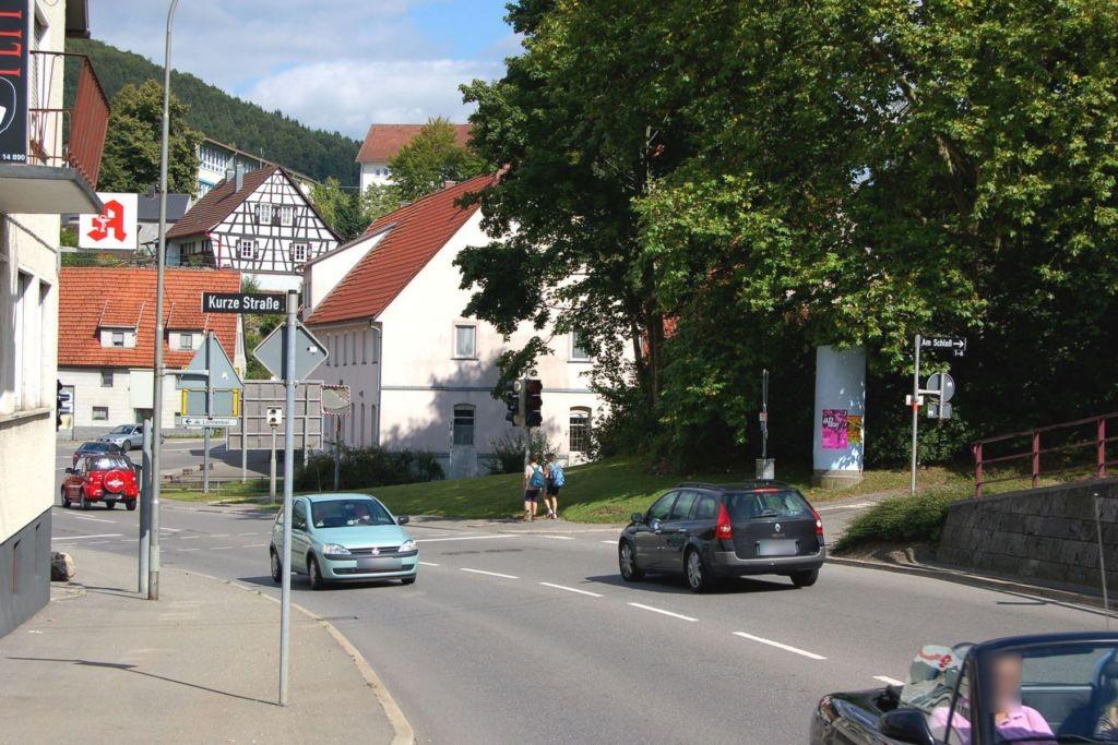 Laufener Str (B 463)/Am Schloss
