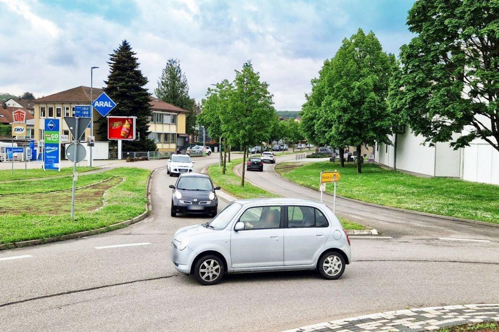 Hauptstr (B 10)/Remchinger Str 1