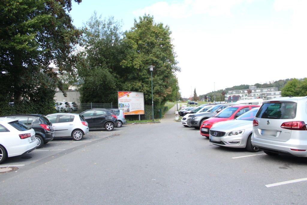 Alte Ladestr/Bahnhofsplatz 24/Parkplatz Festplatz