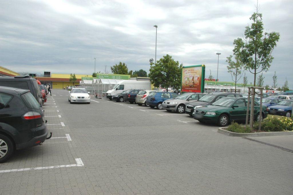 Zibbeklebener Str. 7 Marktkauf Eing.