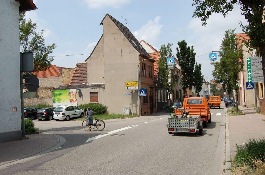 Grenzhöfer Str   1 gg/Hauptstr (B 37)/-Edingen
