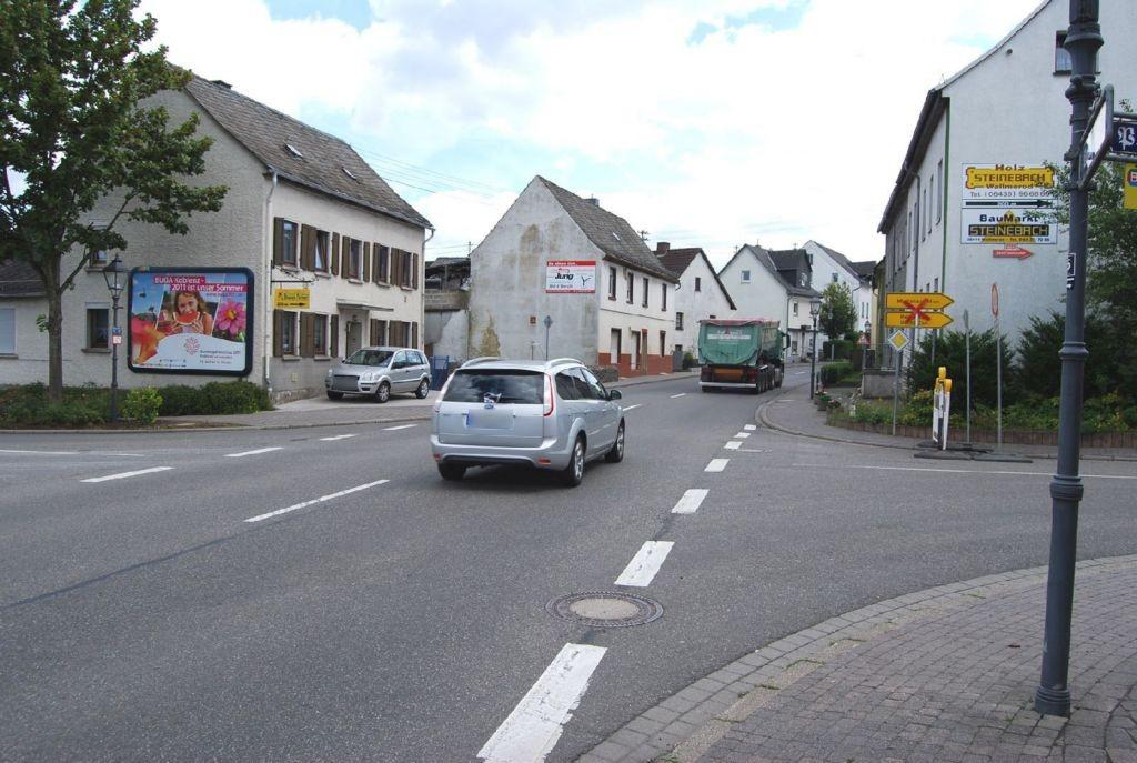 Bahnhofstr  19 (B 8)/Salzer Str