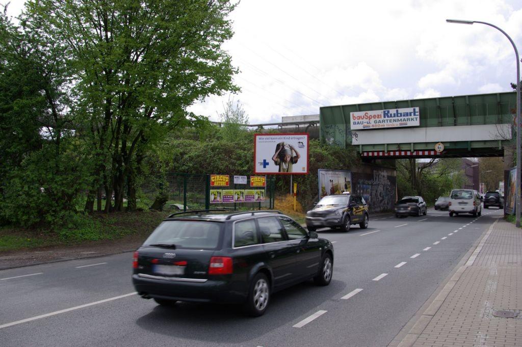 Hannöversche Str.  geg. Hs.-Nr. 52 / li. v. Brücke quer