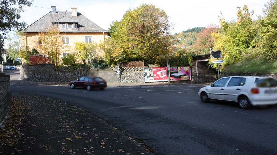 Friedrich-Ebert-Ring  / Bahn-Ufg. quer