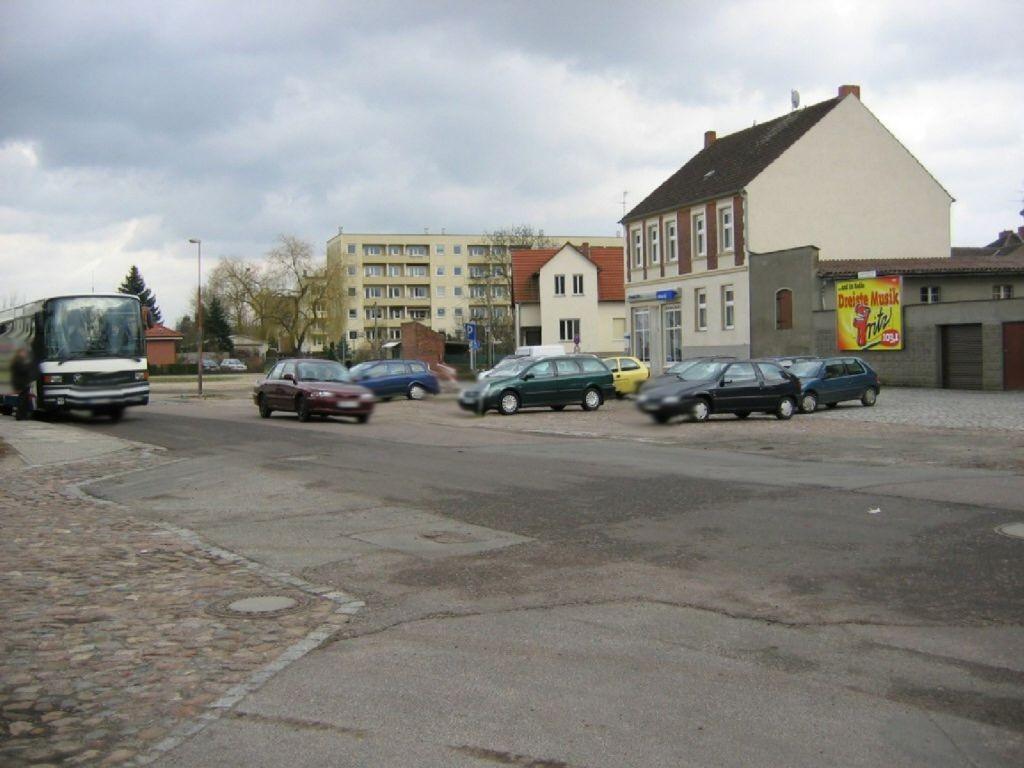 Ernst-Thälmann-Platz 1