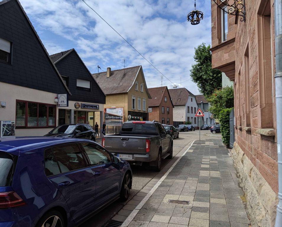 Queichheimer Hauptstr. 104-106 re. quer