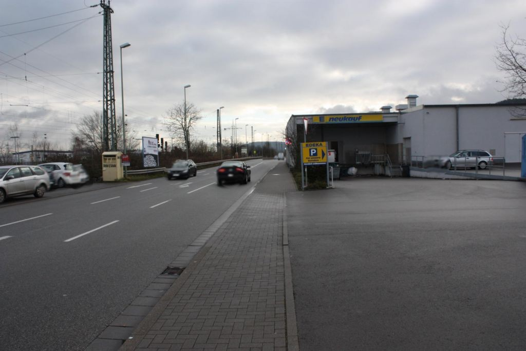 Bahnstr.  geg. Hs.-Nr. 28 / Si. Edeka