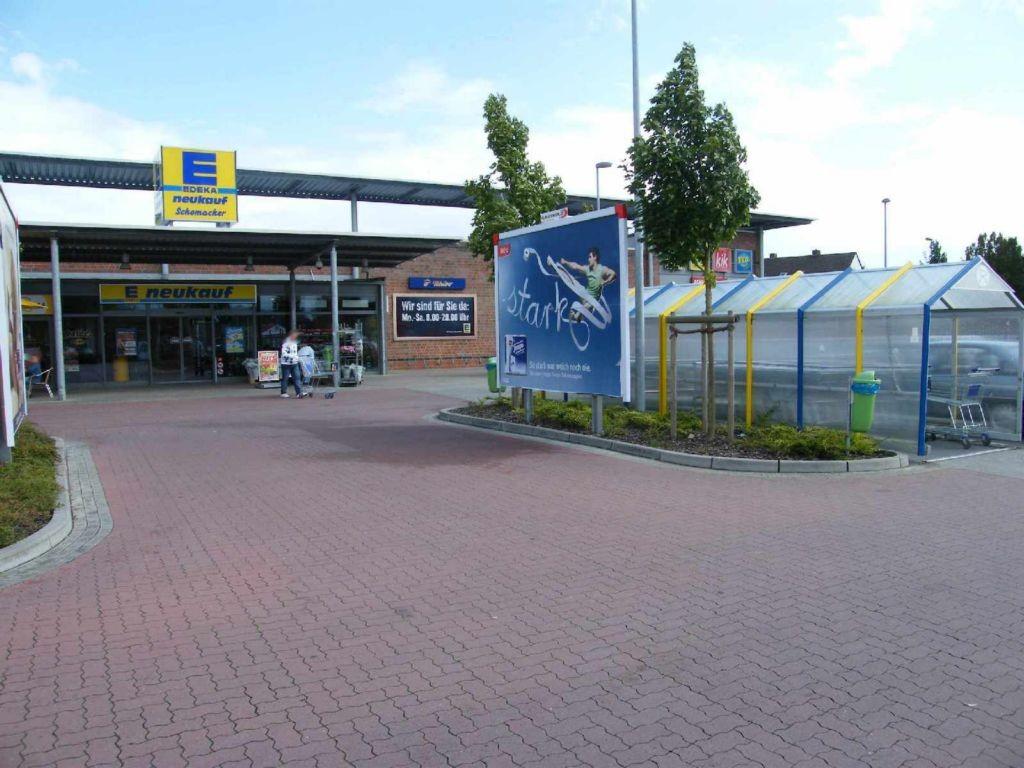 Parkstr. 2  (PP) Edeka / vor Eingang re.