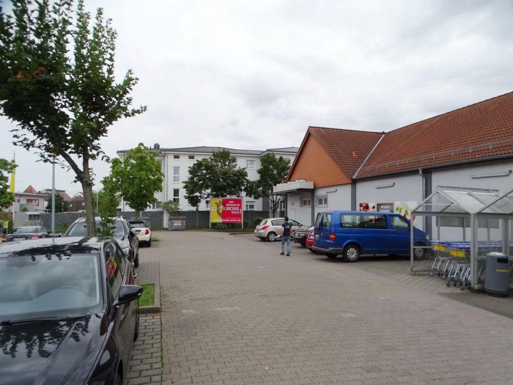 Am Zellerbruch 2/Rheinstr. Parkplatz