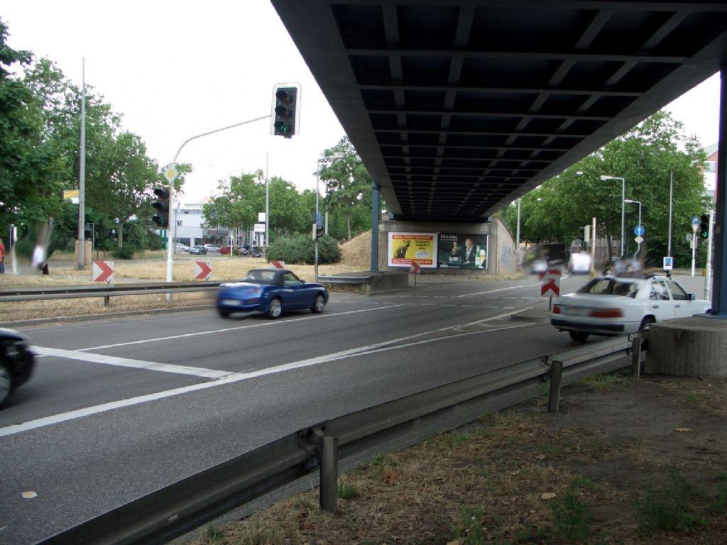Friedrich-Ebert-Str. (B 38)  / Ufg. BBC Ri. Stadt quer