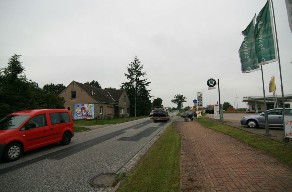 Pritzwalker Str. 32 (B 103)  geg. EDEKA und Tankstelle