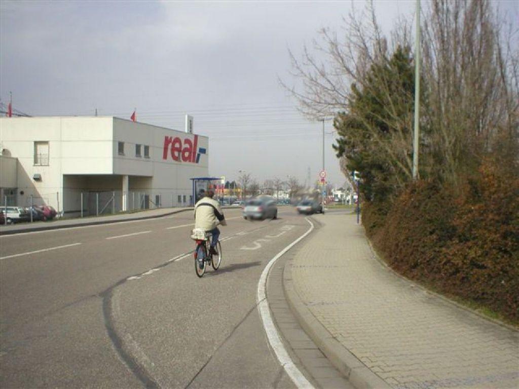 Waldstr.  / Kreisstr. 28 / am Real