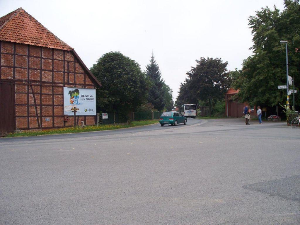 Hüpeder Str.  Dorfplatz