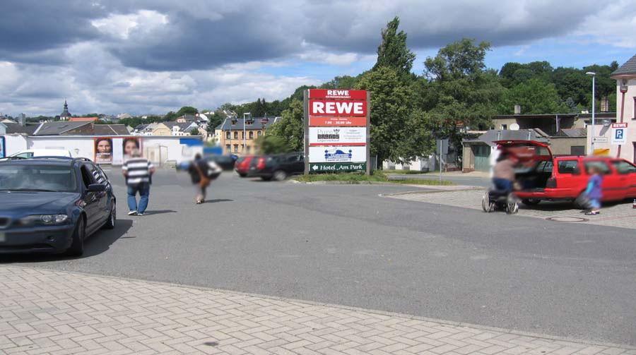 Lengenfelder Str. 5  / Plauensche Str. 3 / Rewe geg. Eing.