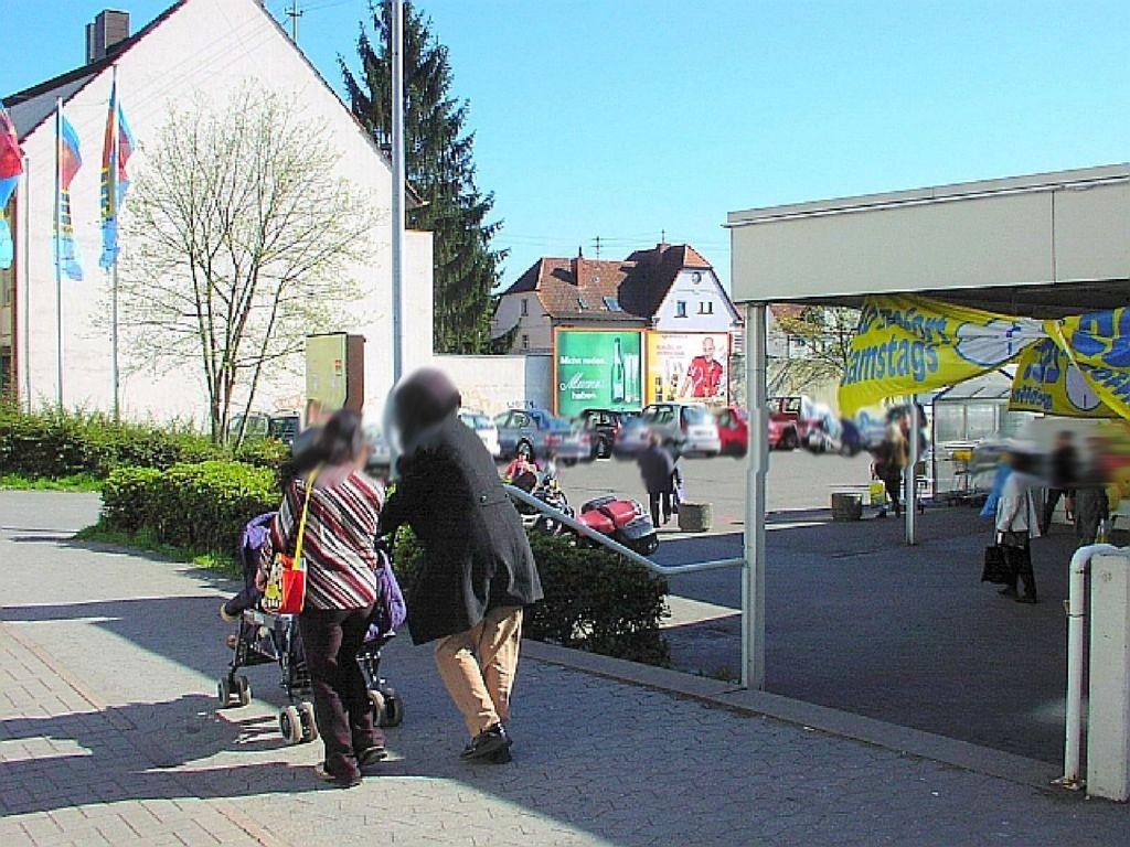 Saarbrücker Str. 110 Einf. (PP) li. >E-neukauf<
