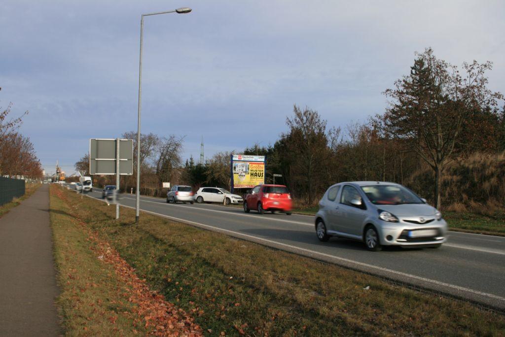 Legefelder Hauptstr. (B 85)  quer VS / Am Kreisverkehr
