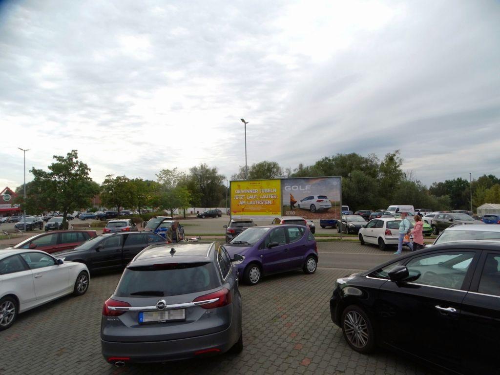 Auf dem Strengfeld 6/Berliner Str. (P) 1 mi. li.