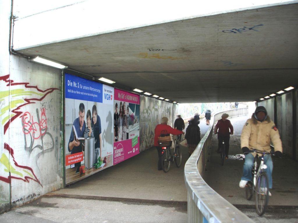 Bahnhof Fußgänger-Ufg. li. E 2