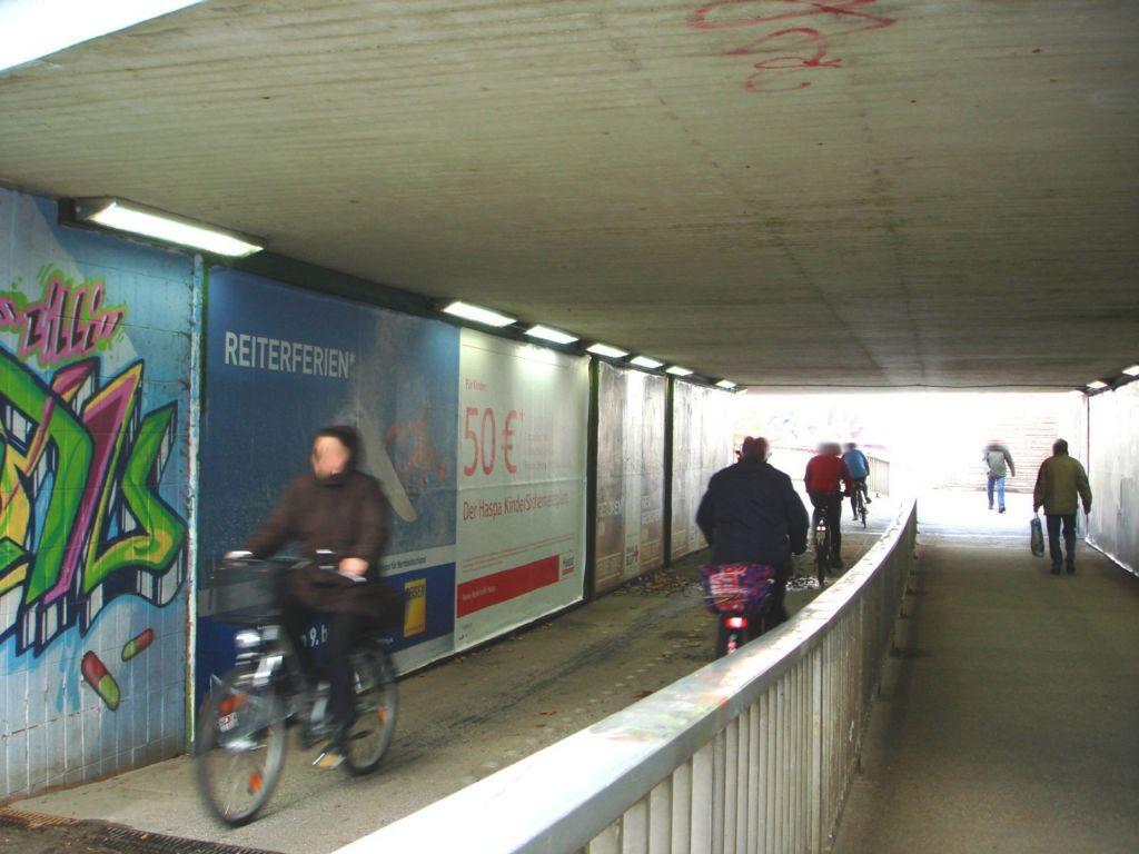 Bahnhof Fußgänger-UFG. re.  E 1