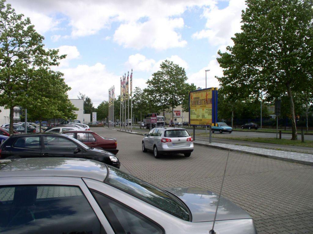 Dieselstr. 31 / Robert-Bosch-Weg  geg. Eing. Möbel Boss