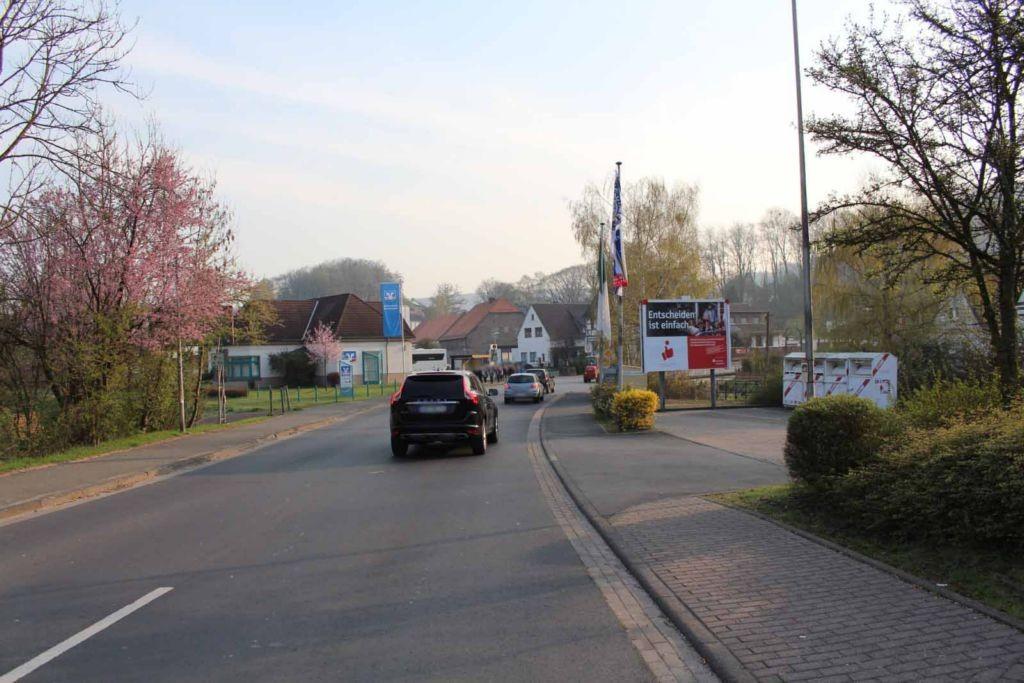 Friedrichsfelder Str.  / neb. Einf. Edeka Getränkem. VS