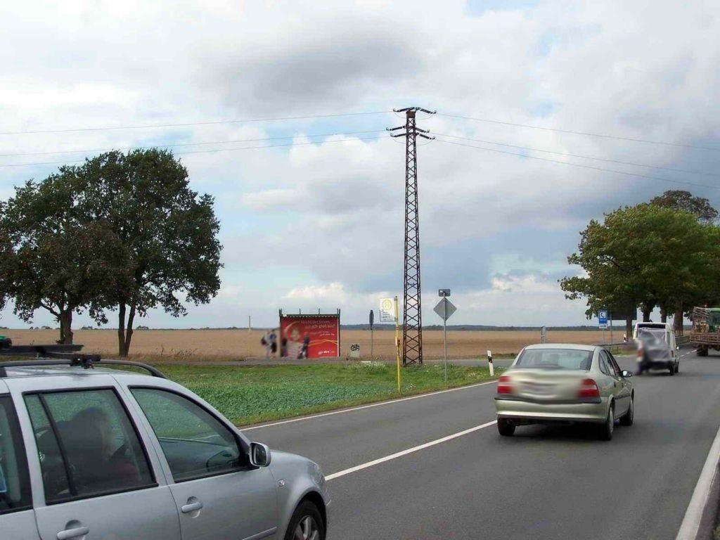 (B 5) Abzweig. Senzke Haltestelle VS