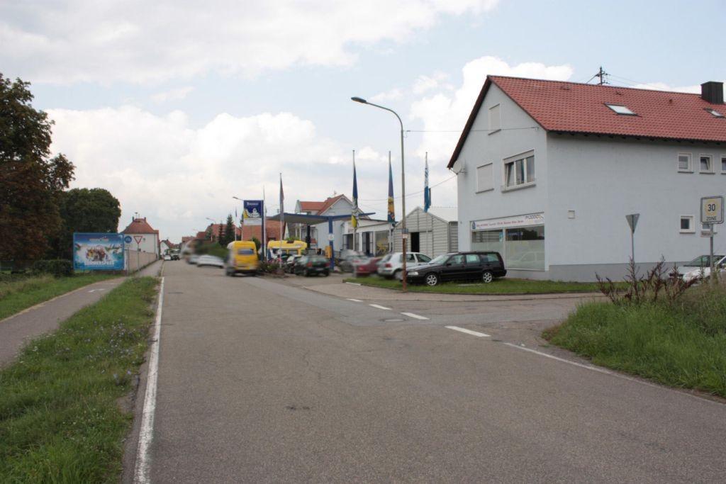 Rheinstr.  geg. Hs.-Nr. 39 / Sportplatz quer