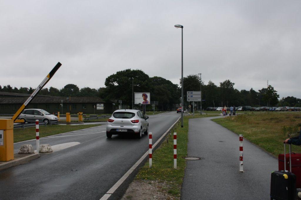 Airport D-Weeze  / Haupteinf. zu (PP) und Ausf.