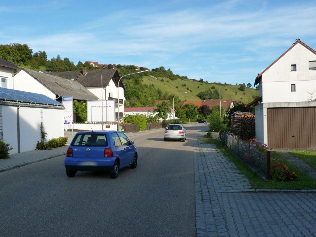 Regensburger Str. 30 (St 2394)  / Nh. Am Kalvarienberg quer