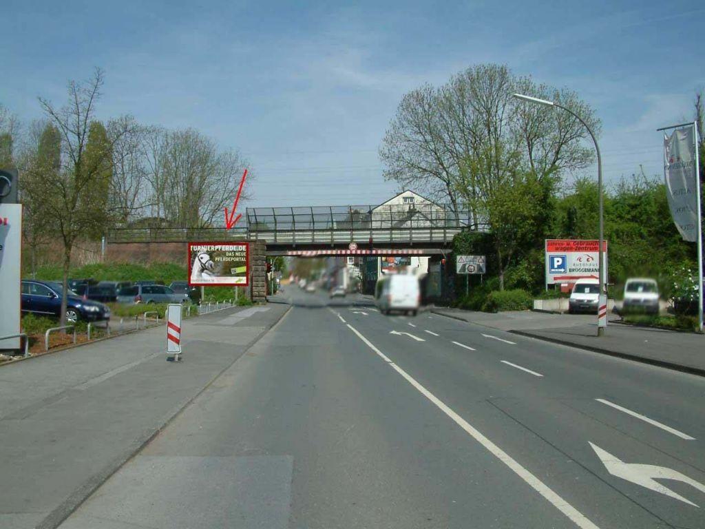 Lindenhorster Str.  / Höhe Hs.-Nr. 44 / v. Brücke li.