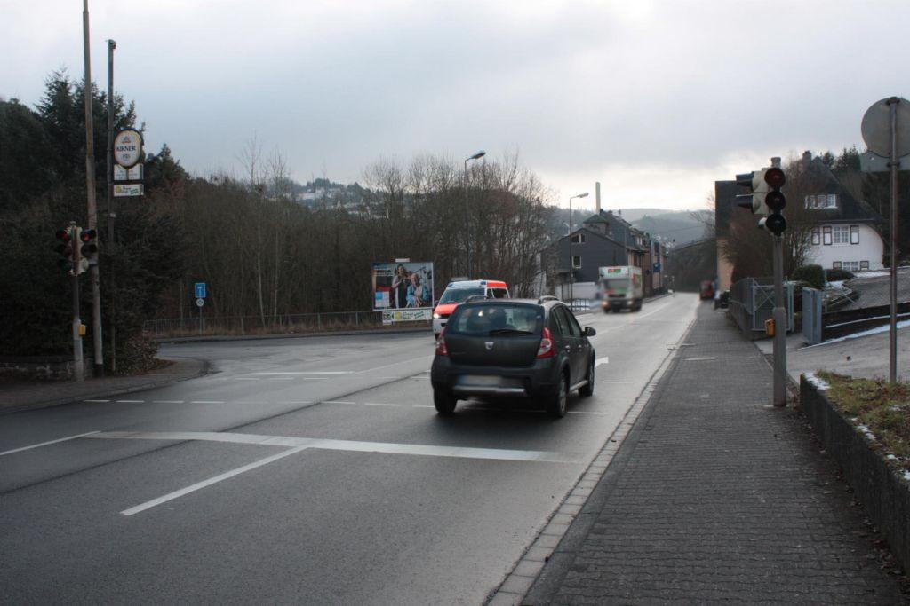 Tiefensteiner Str. (B 422)  / Harald-Fissler-Str. quer