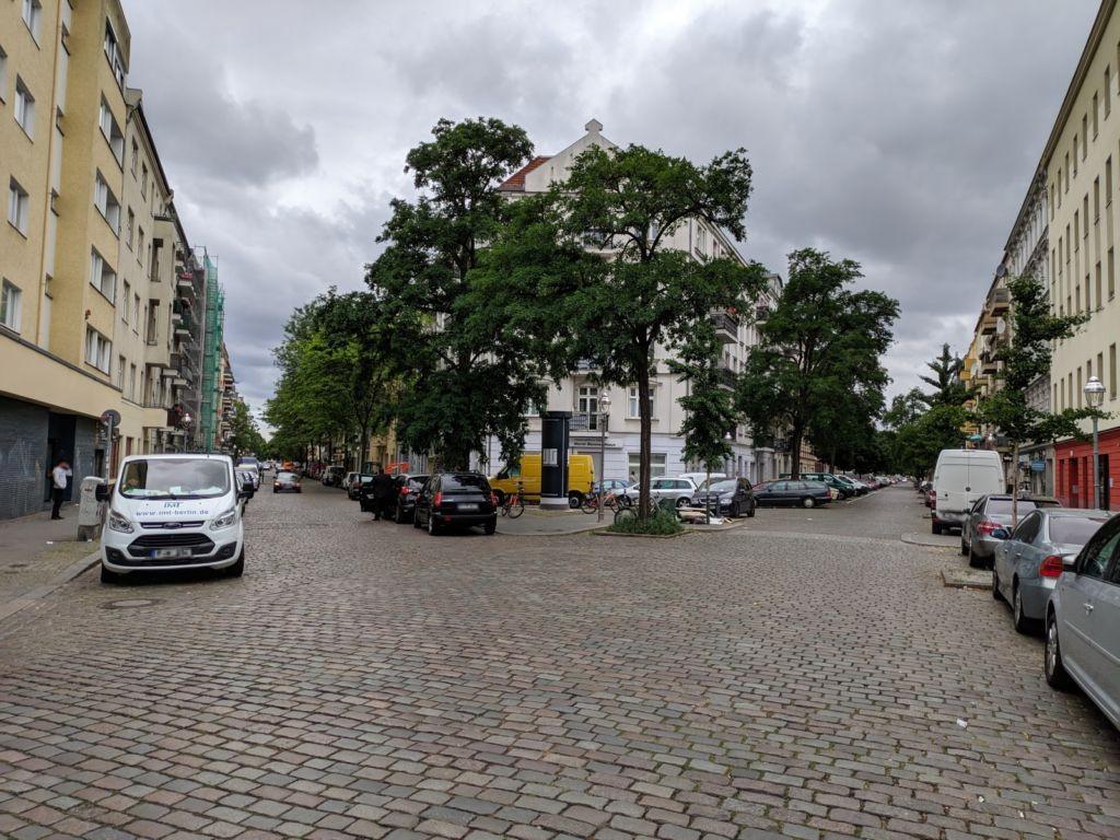 Liebenwalder Str. Mittelinsel Hochstädter Str.