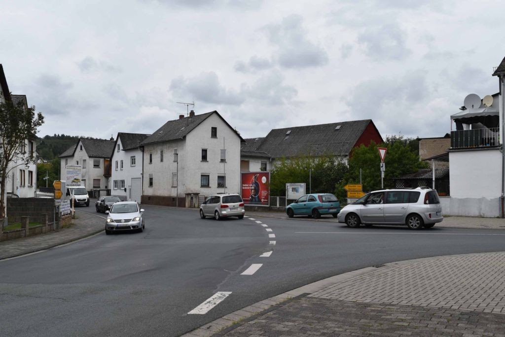 Solmsbachstr.  / Neukirchener Str. quer