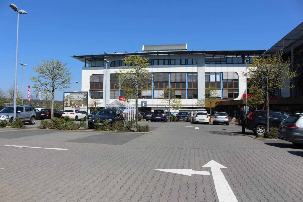 Westerbachstr. 23  / Westerbachcenter-EKZ / Sto. 2 li.