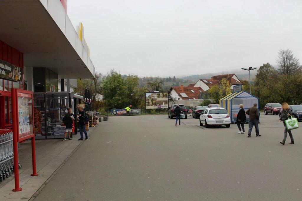 Bahnhofstr. 40 (B 423)  / Edeka Si. Eing.