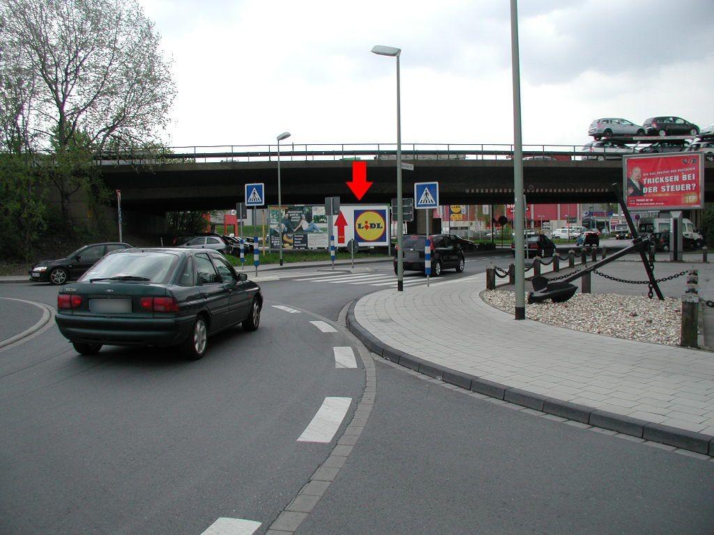 Max-Peters-Str./Zuf. Metro/Kreisverkehr