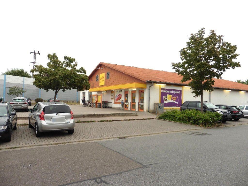 Bahnhofstr.  63 Eing. Netto re. Si. Str.