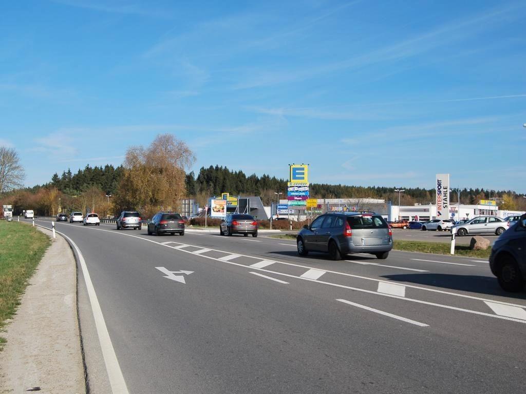 Schwenninger Str.  40/E-Center Einf. West Si. B27