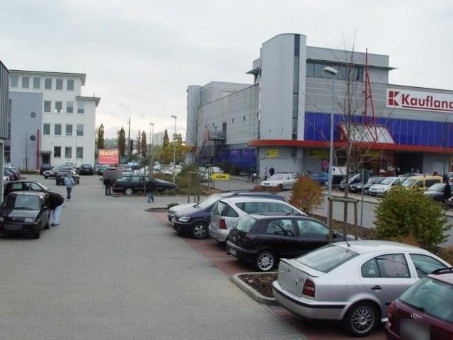 Stuttgarter Str.  68/Einf quer li. Kaufland