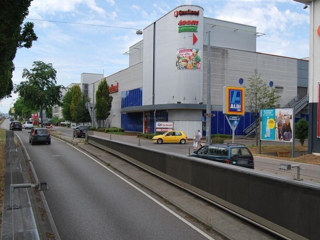 Stuttgarter Str.  68/Einf quer re. Kaufland