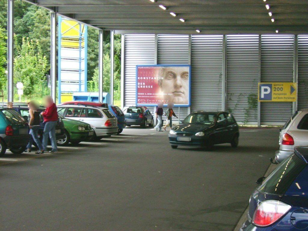 Zollamtstr.  28/E-Center Einf. vor Auff. Parkdeck