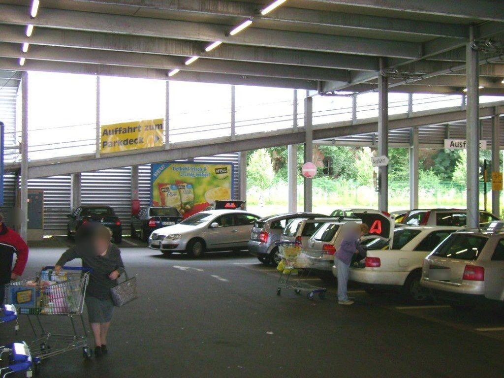 Zollamtstr.  28/E-Center bei Einf.