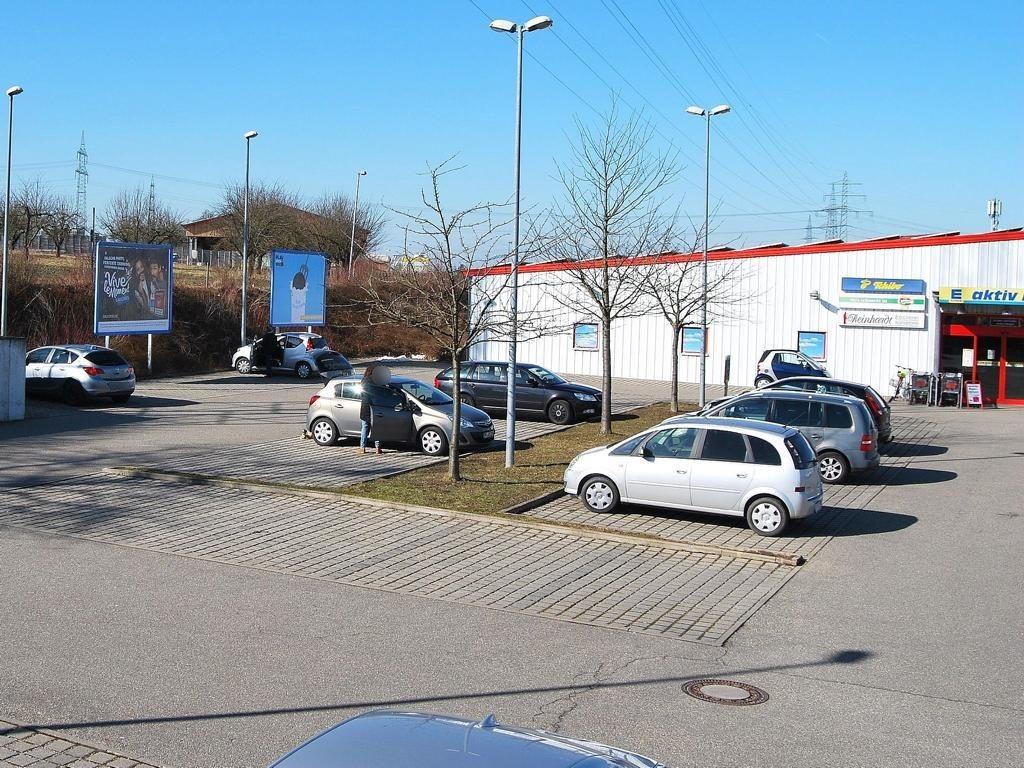 Siemensstr.   1/EDEKA/1.Sto. li. von Eing.